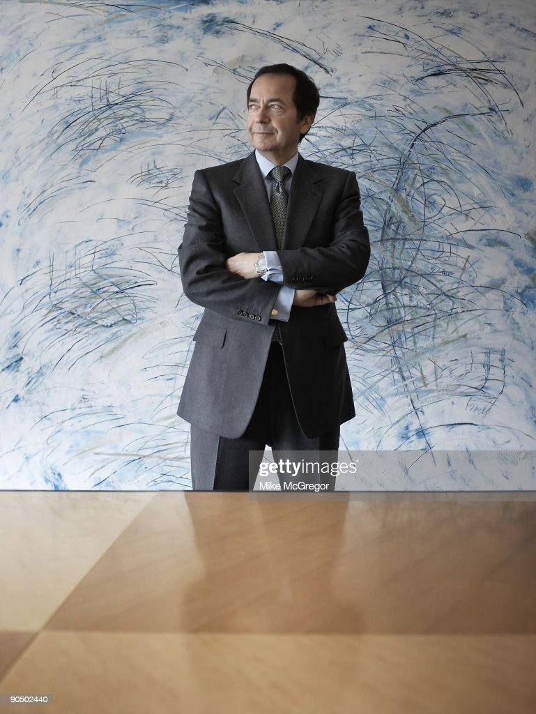 John Paulson, head fund manager, poses at a portrait session for... News Photo - Getty ...