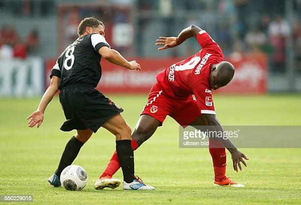 John Rankin John Jairo Mosquera Zweikampf Aktion Spielszene FC Energie Cottbus Dundee United Testspiel zweite Bundesliga Sport Fußball Fussball...