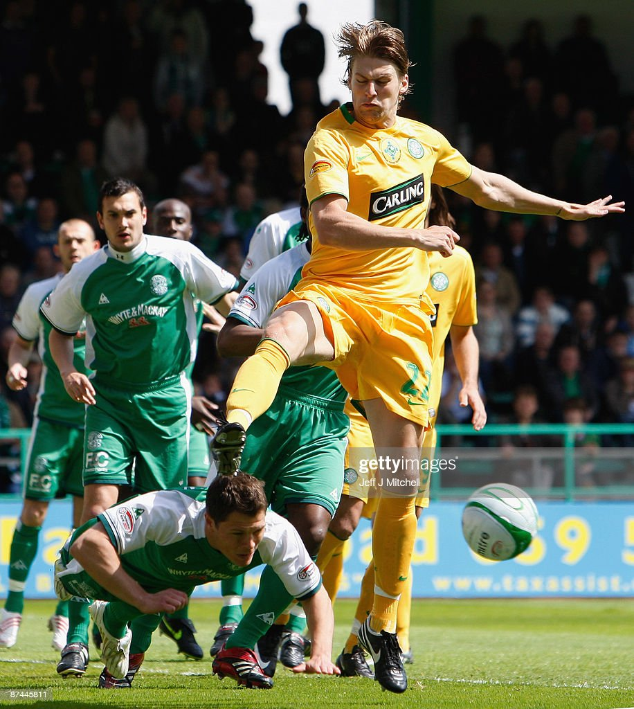 John Rankin of Hibernian tackles Glen Loovens of Celtic during the Scottish Premier League match between Hibernian and Celtic at Easter Road on May 17, 2009 in Edinburgh, Scotland.