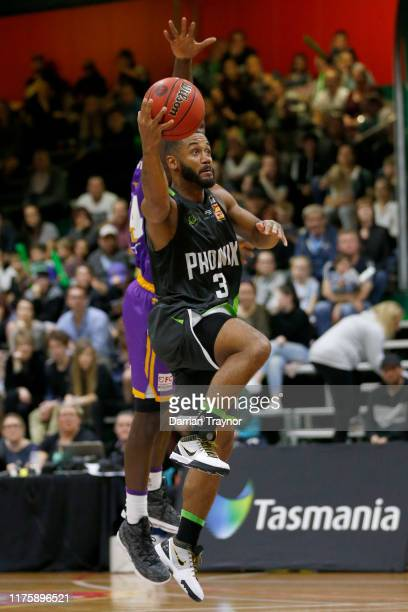 John Roberson of the Phoenix drives to the basket during the NBL Blitz pre-season match between Sydney Kings and S.E. Melbourne Phoenix at Devonport...