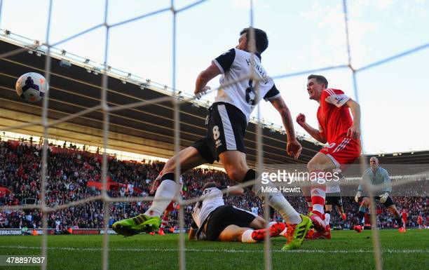 John Ruddy and Jonathan Howson of Norwich City look on as Sam Gallagher of Southampton scores their fourth goal during the Barclays Premier League...