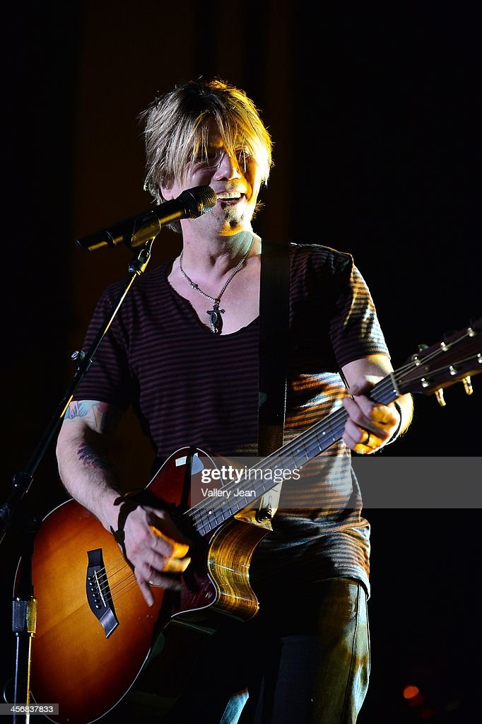 John Rzeznik of the Goo Goo Dolls performs in the 7th Annual No Snow Ball concert presented by 97.9 WRMF and Sunny 107.9 at Mizner Park Amphitheatre on December 14, 2013 in Boca Raton, Florida.