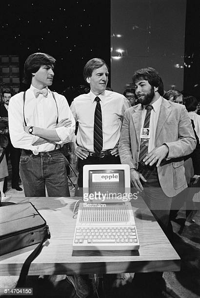 John Sculley President of Apple Computer talks with Apple cofounders Steve Jobs and Steve Wozniak as they introduce the new Apple Iic computer at a...
