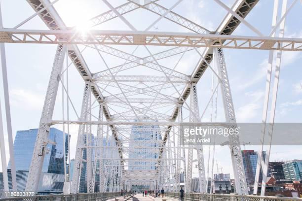 john seigenthaler pedestrian bridge, downtown nashville, tennessee, nashville cityscape - tennessee stock pictures, royalty-free photos & images
