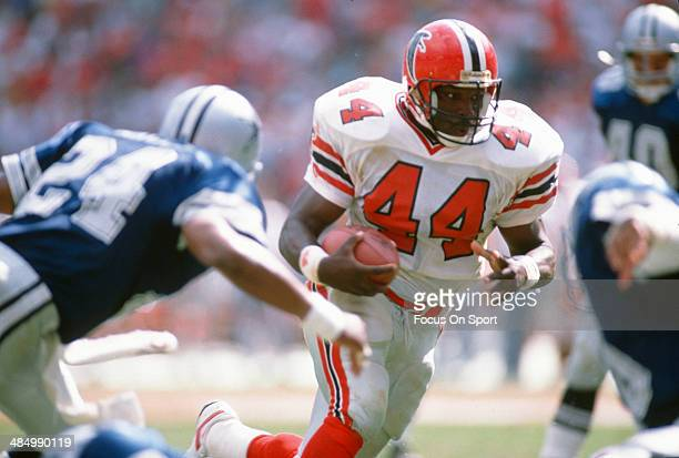 John Settle of the Atlanta Falcons carries the ball against the Dallas Cowboys during an NFL Football game September 17 1989 at AtlantaFulton County...