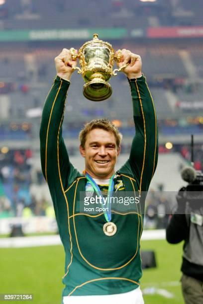 John SMIT et le trophee Angleterre / Afrique du Sud Finale de la Coupe du Monde 2007 Stade de France Paris