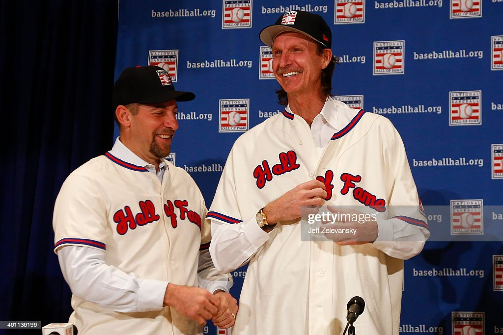 John Smoltz helps Randy Johnson with his jersey at the press conference for the 2015 Baseball Hall of Fame inductees January 7, 2015 in New York.