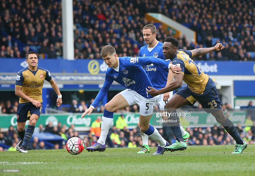 John Stones of Everton vies with Danny Welbeck of Arsenal during the Barclays Premier League match between Everton and Arsenal at Goodison Park on March 19, 2016 in Liverpool, England.