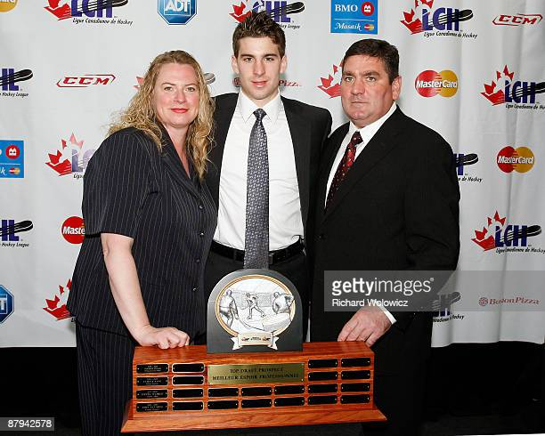John Tavares of the London Knights poses for a photo with his parents Barb and Joe Tavares as well as the CHL Top Prospect Trophy during the 2009 CHL...