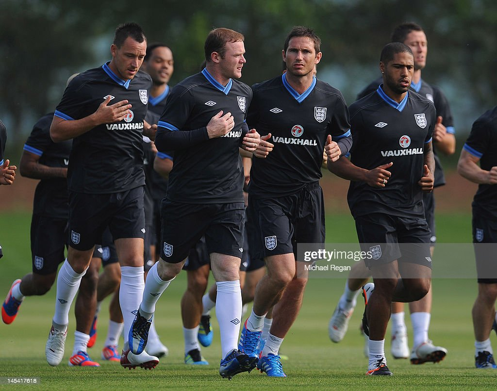 England Training And Press Conference : ニュース写真