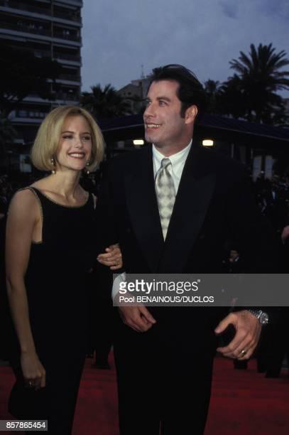 John Travolta et son epouse Kelly Preston arrivent a la ceremonie de cloture du Festival du Film le 23 mai 1994 a Cannes France