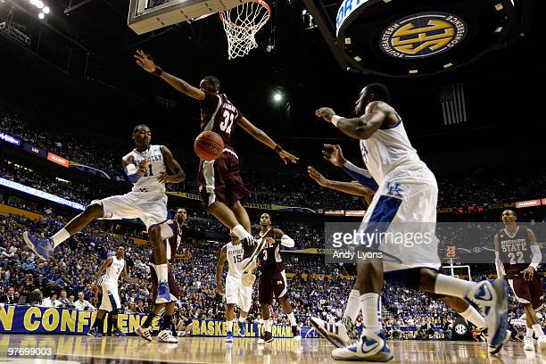 John Wall of the Kentucky Wildcats passes the ball to Patrick Paterson against Jarvis Varnado of the Mississippi State Bulldogs during the final of...