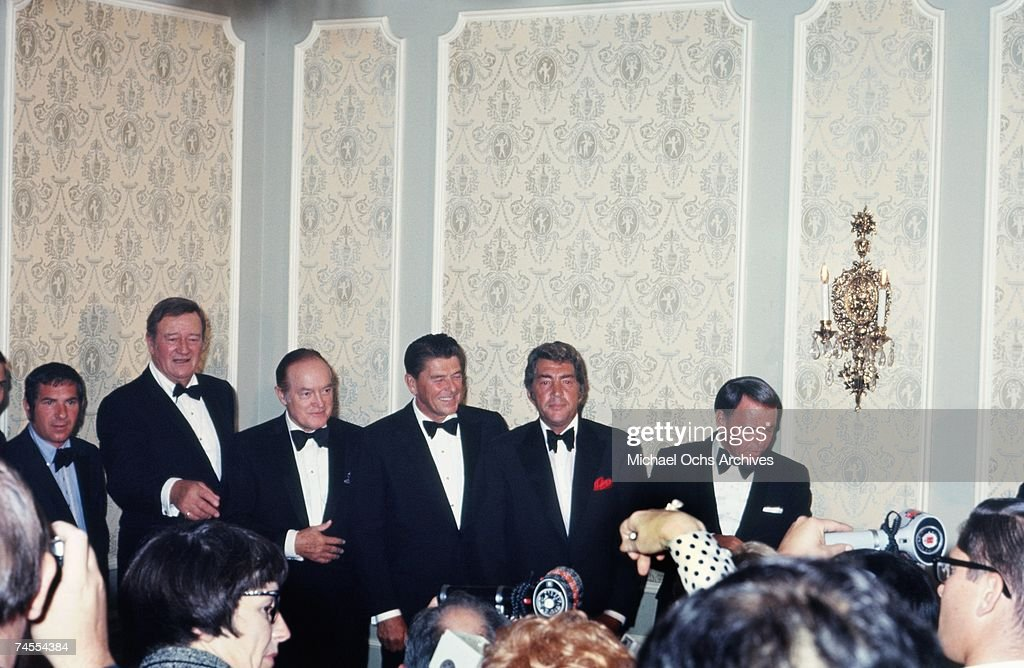 Celebrities Endorsing Ronald Reagan : News Photo