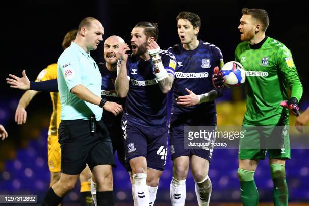 John White of Southend United and Alan McCormack of Southend United shouting at Robert Madley the referee during the Sky Bet League Two match between...