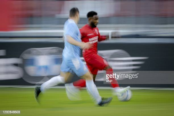 John Yeboah of Almere City, Mees Kreekels or PSV U23 during the Dutch Kitchen champion division match between Almere City and Jong PSV at the Yanmar...