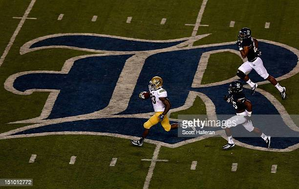 Johnathan Franklin of the UCLA Bruins runs for a 78 yard touchdown in the second quarter of the game against the Rice Owls at Rice Stadium on August...