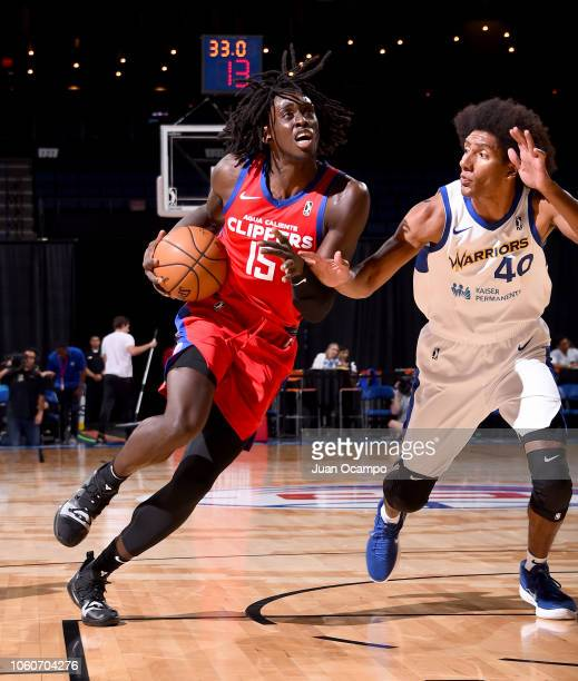 Johnathan Motley of the Agua Caliente Clippers of Ontario drives to the basket against Kevin Young of the Santa Cruz Warriors on November 9 2018 at...