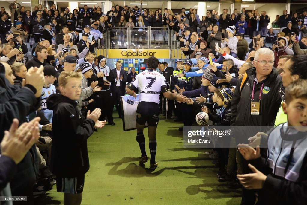 Johnathan Thurston of the Cowboys is applauded by Sharks fans as he leaves the field after his last game at Cronulla during the round 23 NRL match between the Cronulla Sharks and the North Queensland Cowboys at Southern Cross Group Stadium on August 18, 2018 in Sydney, Australia.