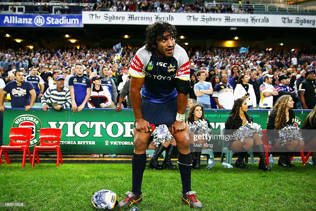 Johnathan Thurston of the Cowboys looks dejected after the missed try by Kane Linnett during the NRL Elimination Final match between the Cronulla Sharks and the North Queensland Cowboys at Allianz Stadium on September 14, 2013 in Sydney, Australia.