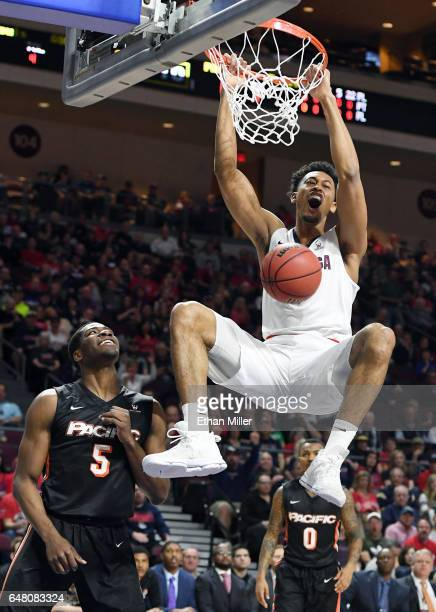 Johnathan Williams of the Gonzaga Bulldogs dunks in front of Anthony Townes of the Pacific Tigers during a quarterfinal game of the West Coast...