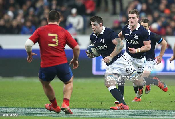 Johnnie Beattie of Scotland runs with the ball during the RBS Six Nations match between France and Scotland at Stade de France on February 7 2015 in...