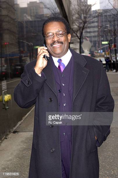 Johnnie Cochran during Sean Puffy Combs Trial at Courthouse in New York City New York United States