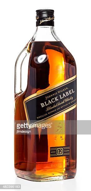johnnie walker etiqueta negra botella y caja - johnnie walker whisky fotografías e imágenes de stock