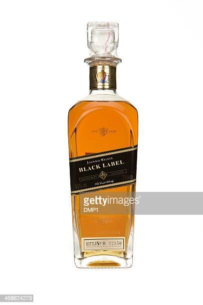 etiqueta negra whisky johnnie walker millennium jarra sobre fondo blanco - johnnie walker whisky fotografías e imágenes de stock