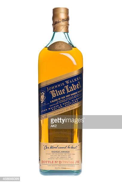 johnnie walker azul etiqueta botella de whisky - johnnie walker whisky fotografías e imágenes de stock