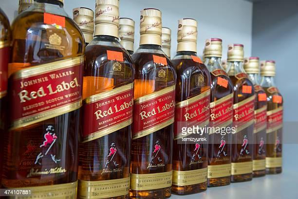 johnnie walker, red label - johnnie walker whisky fotografías e imágenes de stock