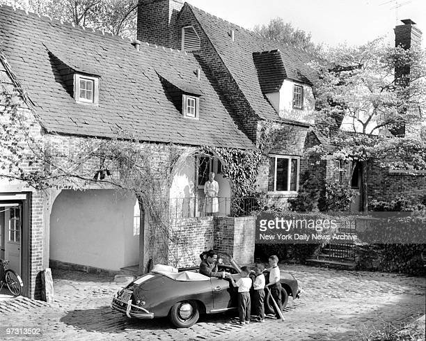 Johnny Carson and his family at his home Birch Hill Estate Winfield Ave Harrison NY Arriving home after his afternoon TV show Johnny drives into rear...