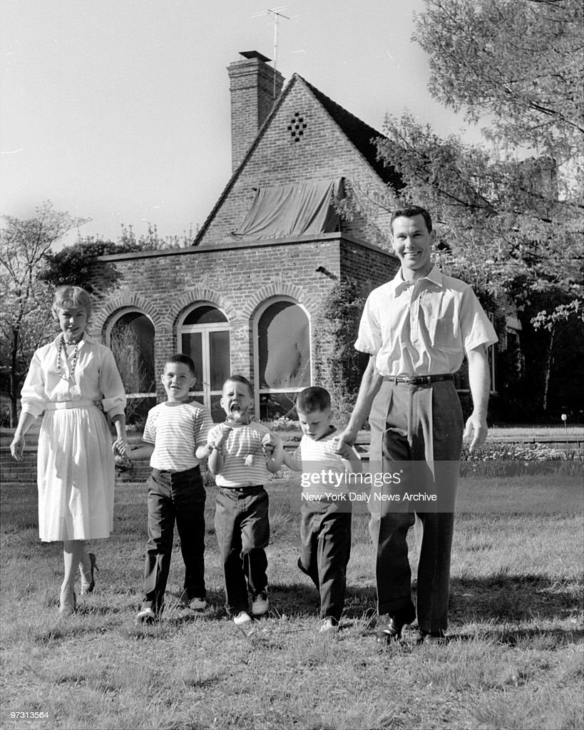 Johnny Carson and his family at his home, Birch Hill Estate, : News Photo