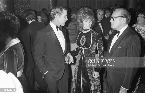 Johnny Carson host of the Tonight Show chats with actress Jill St John and comedian Jack Benny on October 30 1970 at an event at the Hollywood...