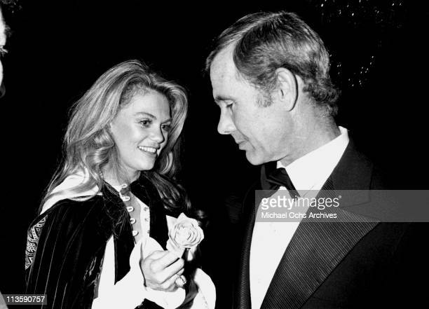 Johnny Carson host of the Tonight Show chats with Dyan Cannon at an event in November 1970 in Los Angeles California