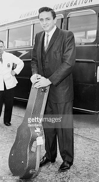 Johnny Cash arrives in London, England in 1959.