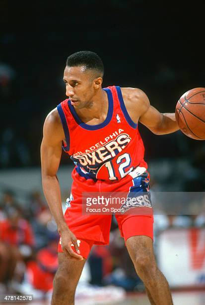 Johnny Dawkins of the Philadelphia 76ers dribbles the ball against the Washington Bullets during an NBA basketball game circa 1991 at the Capital...