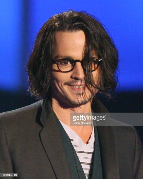 Johnny Depp accepts Best Performance award for Pirates of the Caribbean Dead Man's Chest