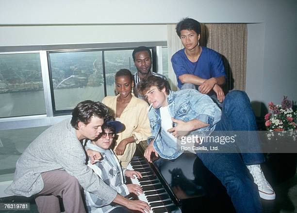 Johnny Depp Peter DeLuise and Cast of 21 Jump Street
