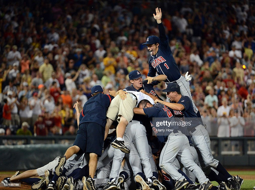 College World Series - Game Two : News Photo