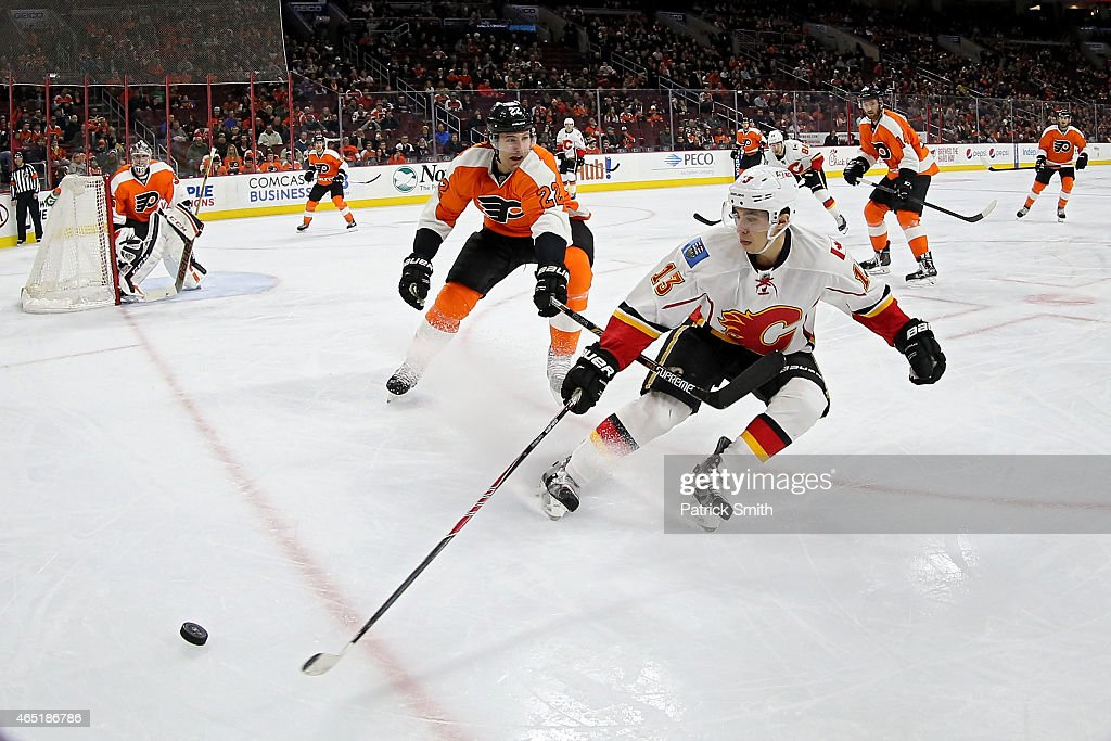 Calgary Flames v Philadelphia Flyers : News Photo