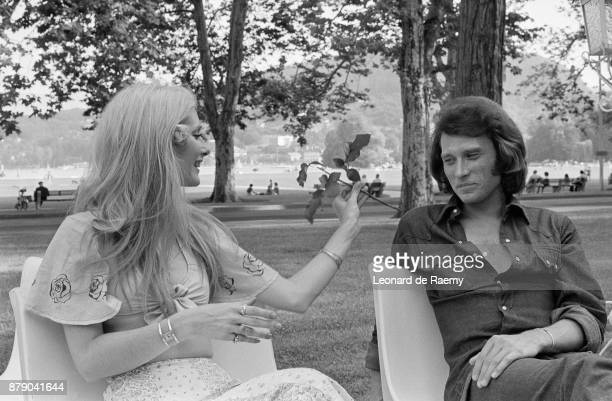 Johnny Hallyday and his girlfriend Nanette Workman in July 1972