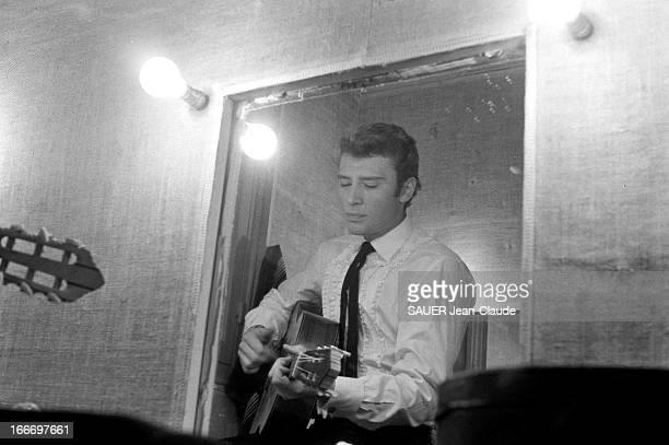 Johnny Hallyday At The Olympia Paris 13 décembre 1962 des enfants étaient invités à un concert de Johnny HALLYDAY à l'Olympia pour les fêtes de Noël...