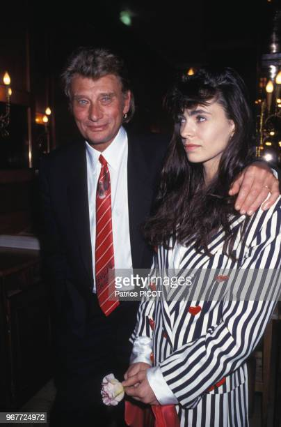 Johnny Hallyday et Adeline Blondieau lors de la 1ère du film 'La gamine' le 21 avril 1992 à Paris France