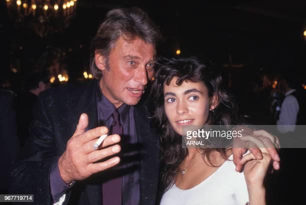 Johnny Hallyday et Adeline Blondieau lors d'une soirée au Fouquet's à Paris le 24 octobre 1989 France