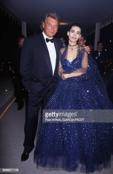 Johnny Hallyday et Adeline lors d'une soirée au Festival de Cannes en mai 1992 France