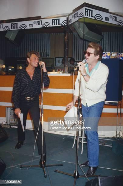 "Johnny Hallyday et Eddy Mitchell a R.T.L. Pour l'emission ""Sunday Rock""."