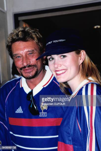 Johnny Hallyday et Laeticia Hallyday au 'Club France' le 12 juillet 1998 à Paris France