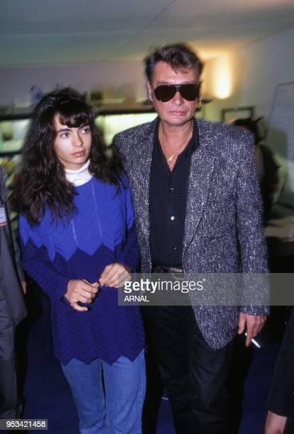 Johnny Hallyday et sa compagne Adeline Blondieau en novembre 1990 à Paris France