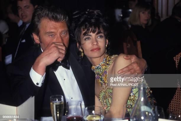 Johnny Hallyday et sa compagne Adeline Blondieau lors des Victoires de la Musique à Paris en janvier 1991 France