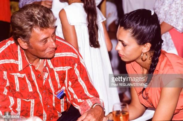 Johnny Hallyday et son épouse Adeline Blondieau le 16 juillet 1990 à SaintTropez France